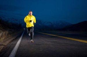 correre-di-sera-in-sicurezza-L-n_oNua